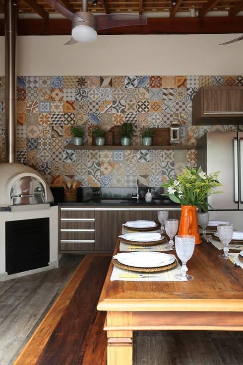 Terraço Gourmet II: Terraços  por Danielle Tassi Arquitetura e Interiores