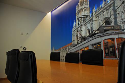 Sala dos Jerónimos: Escritórios e Espaços de trabalho  por JOÃO SANTIAGO - SERVIÇOS DE ARQUITECTURA