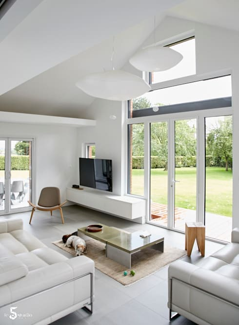 Living room by Emilie Bigorne, architecte d'intérieur CFAI
