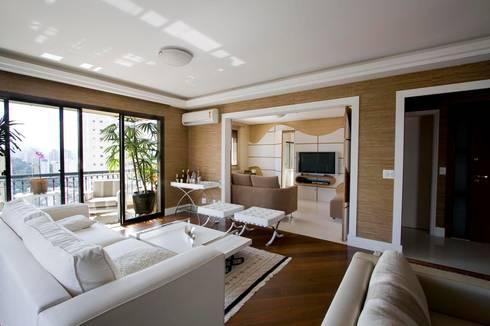 SPLASH – estar e home: Salas de estar modernas por studio luchetti