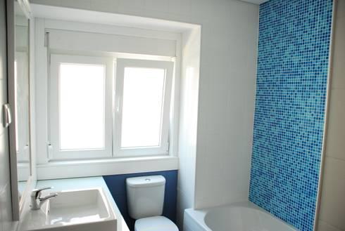 Casa de Banho 2: Casas de banho modernas por JOÃO SANTIAGO - SERVIÇOS DE ARQUITECTURA