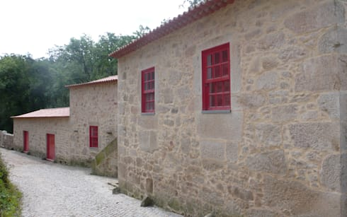 Casa da Azenha, Vila do Conde: Casas modernas por alcino soutinho arquitecto, lda