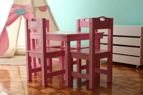 Mesa y Sillas Classica: Habitaciones infantiles de estilo  por Caio Espacios Infantiles