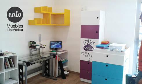 Repisa esquinera: Habitaciones infantiles de estilo  por Caio Espacios Infantiles