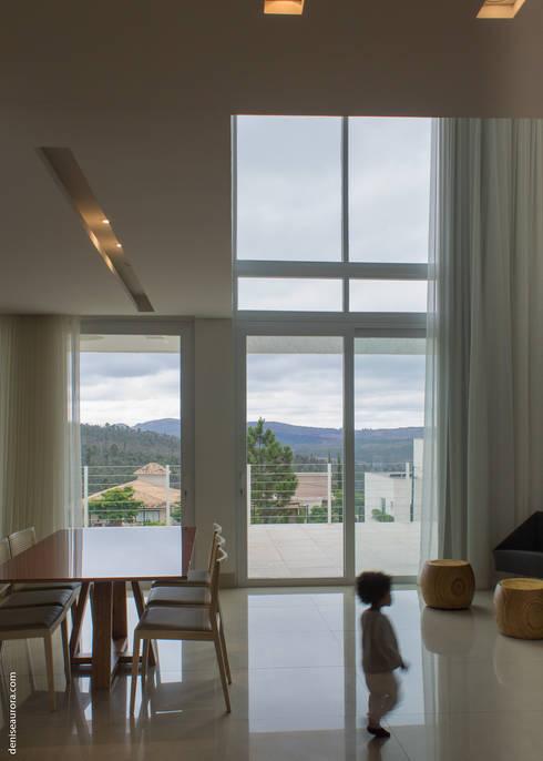 Casa Alphaville 1: Janelas   por AURORA Arquitetura - Design 4 Stays
