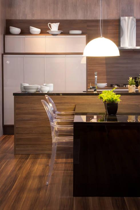 Show room - móveis planejados: Espaços comerciais  por Pulse Arquitetura