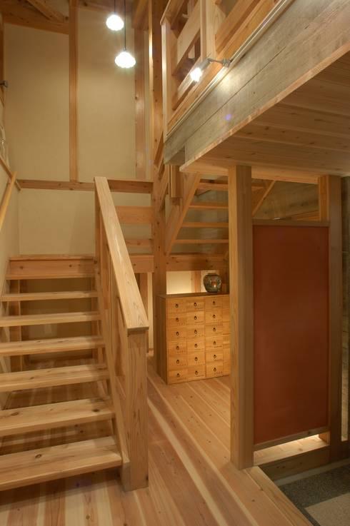 .: 徳弘・松澤建築事務所が手掛けた廊下 & 玄関です。
