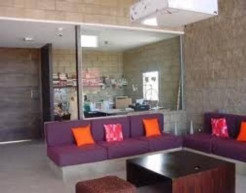 SALAS : Salas de estilo minimalista por ENFOQUE CONSTRUCTIVO