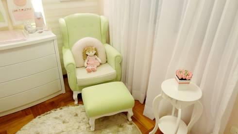 Quarto de bebê Candy Colors: Quarto infantil  por Square Arquitetura