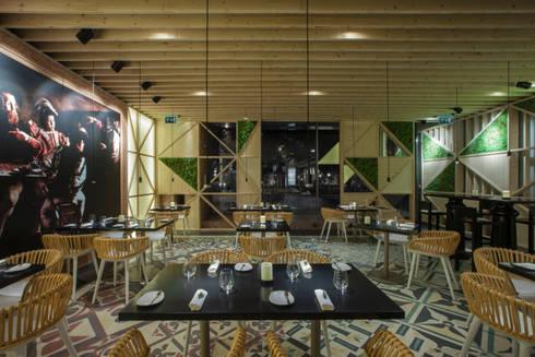 Tabik Restaurant by Ipotz Studio: Espaços de restauração  por Ipotz Studio