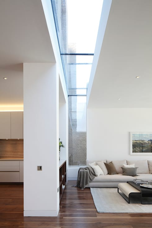 Macauley Road Townhouses, Clapham:  Living room by Squire and Partners
