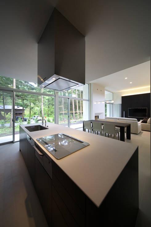 house in karuizawa: 株式会社廣田悟建築設計事務所が手掛けたキッチンです。