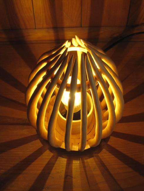 stehleuchten tischlampen designerleuchten aus holz von. Black Bedroom Furniture Sets. Home Design Ideas