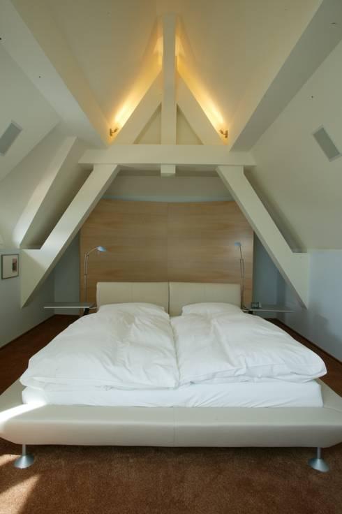 Camera da letto in stile  di FiAri