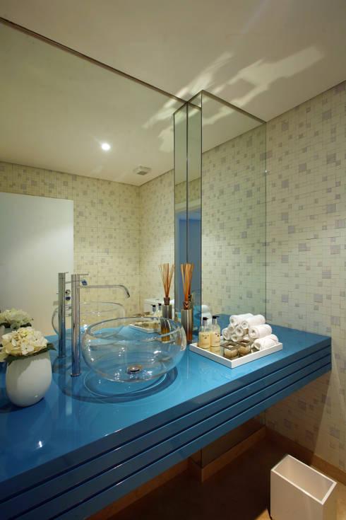 Casa Luanda: Casas de banho  por Silvia Costa |  Arquitectura de Interiores