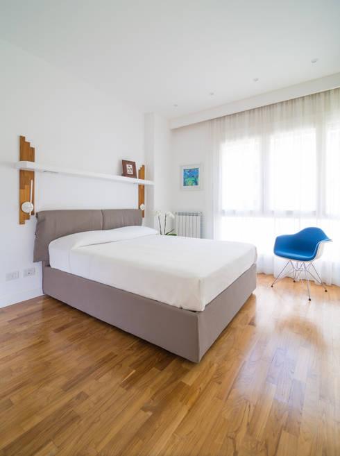 Appartamento C&F: Camera da letto in stile in stile Moderno di Marcella Pane