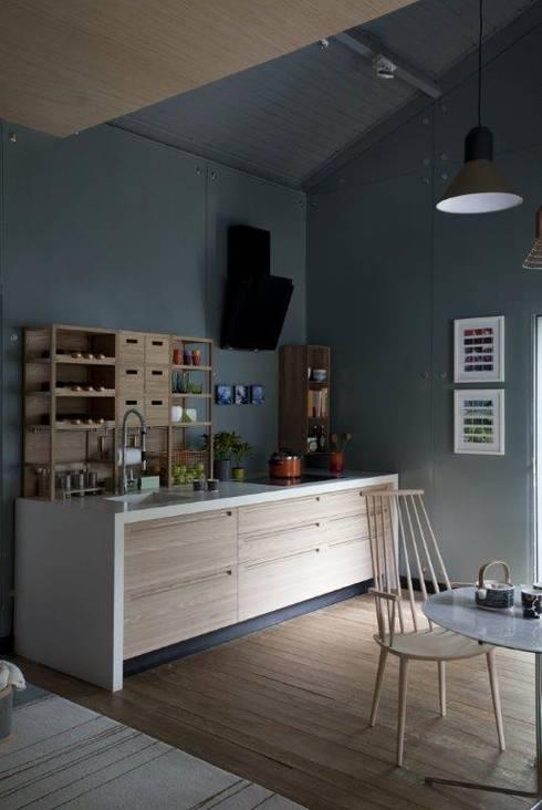 Cozinha com aspecto friendly: Cozinhas escandinavas por Patricia Martinez Arquitetura