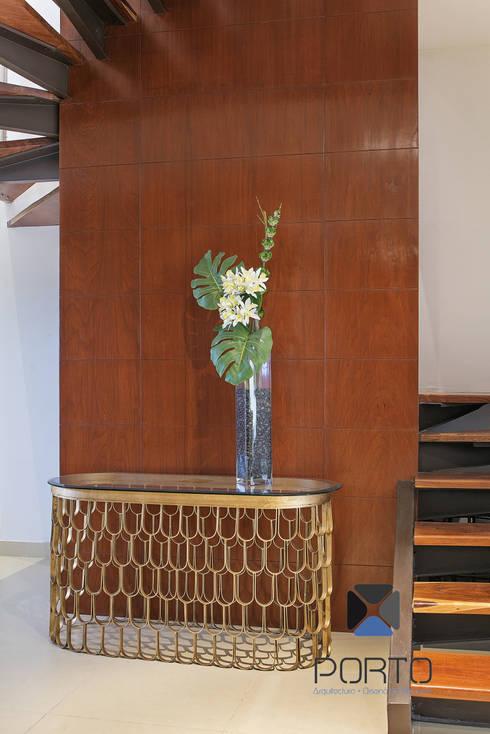 """Proyecto 'Penthouse Yucatan Country Club"""": Pasillos y recibidores de estilo  por PORTO Arquitectura + Diseño de Interiores"""