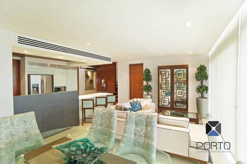 """Proyecto """"Penthouse Yucatan Country Club"""": Comedores de estilo ecléctico por PORTO Arquitectura + Diseño de Interiores"""