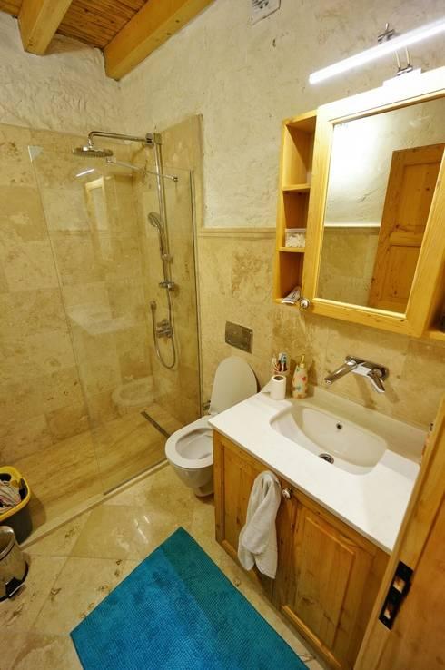 F&F mimarlik – Taş Ev:  tarz Banyo
