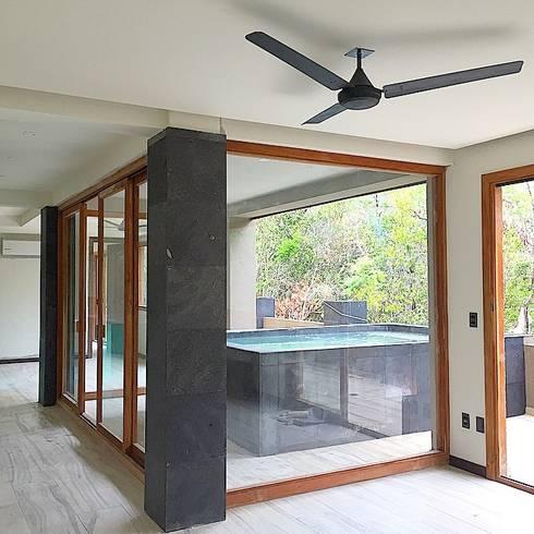 Private Pool: Albercas de estilo moderno por JCandel