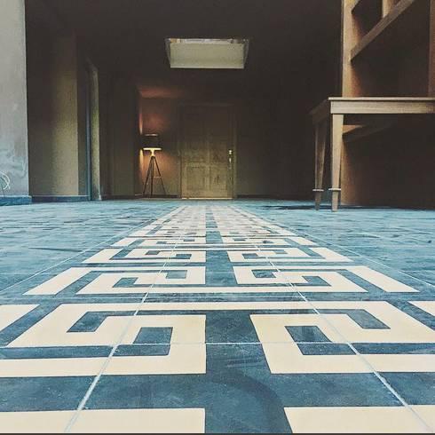 Flooring Mexican detail: Casas de estilo moderno por JCandel