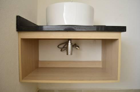 Conjunto Residencial Rinconada de fresnos: Baños de estilo  por taven