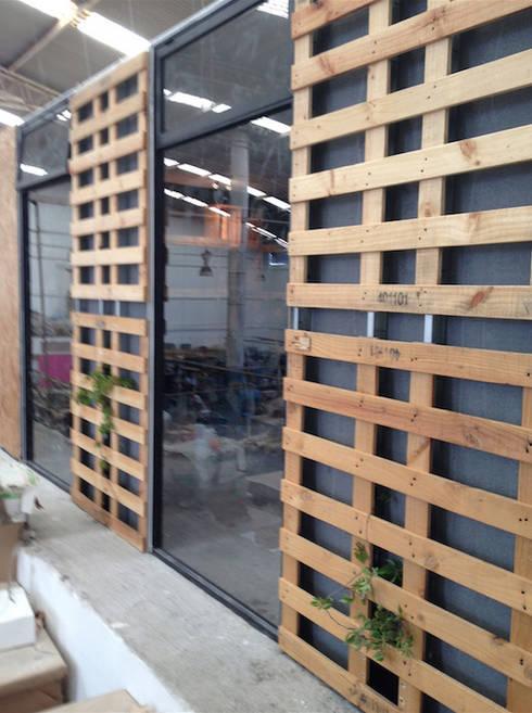 Decoración y mobiliario: Puertas y ventanas de estilo moderno por RM Furniture