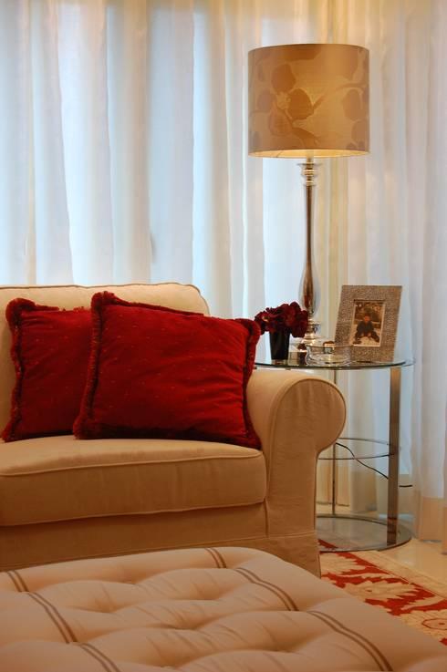 Apartamento Duplex: Salas de estar ecléticas por Critério Arquitectos by Canteiro de Sousa