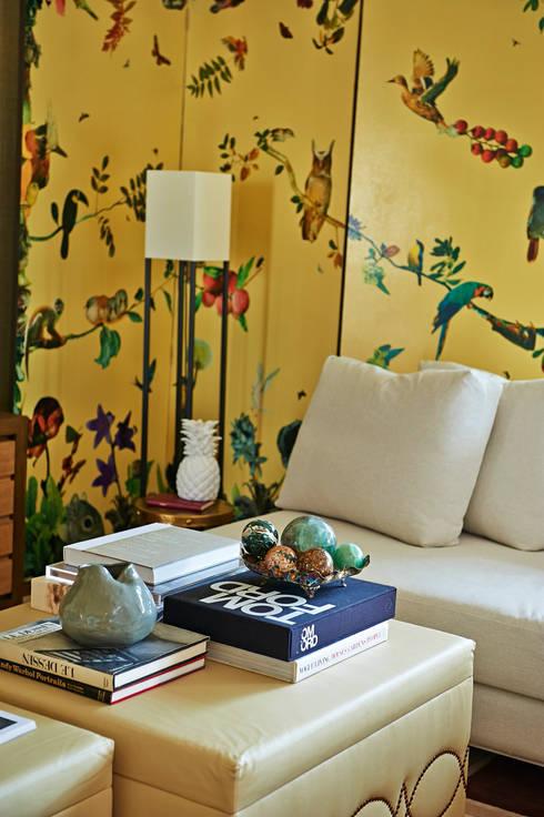 Geometric Harmony: Salas de estar ecléticas por Viterbo Interior design
