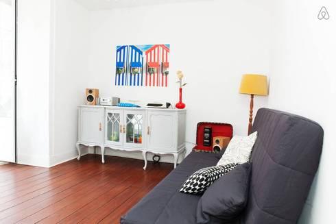 Sala - entrada: Salas de estar modernas por Monstros