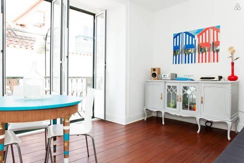 Sala - vista geral: Salas de estar modernas por Monstros