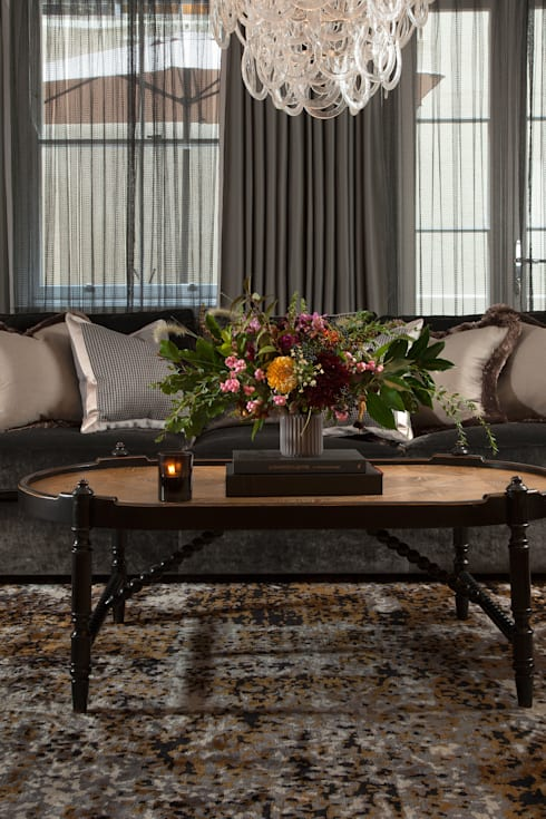 Salas de estilo clásico por Roselind Wilson Design