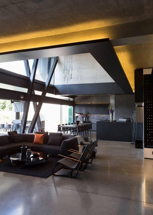 Wohnzimmer von Nico Van Der Meulen Architects