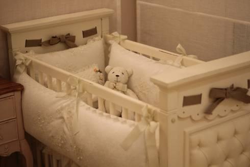Apartamento Decorado do Landmark Residence : Quarto de crianças  por Fau Home & Living