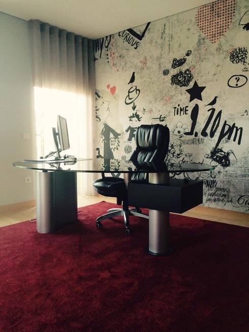 Bachelor's Apartment: Escritórios e Espaços de trabalho  por VON HAFF Interior Design