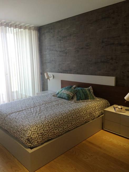 Bachelor's Apartment: Quartos modernos por VON HAFF Interior Design