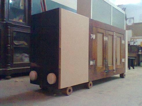 Camião Tir: Sala de jantar  por Lenho Lento Cooperativa
