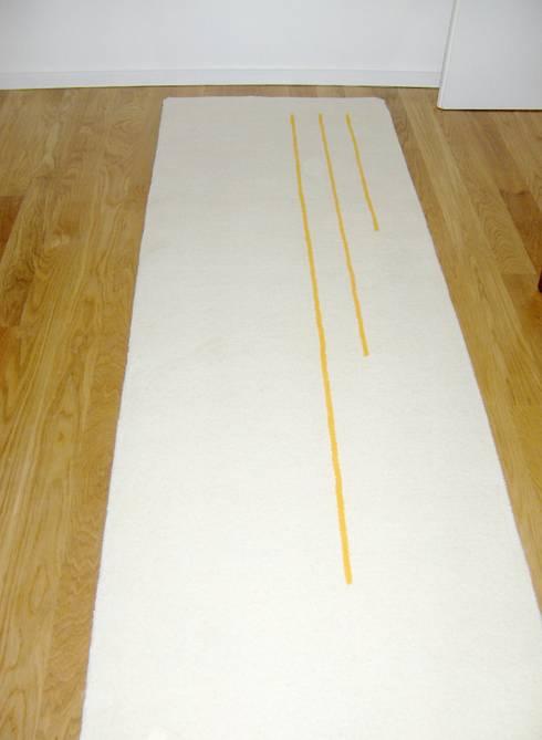 Tapeçaria em pura lã.: Corredor, hall e escadas  por Renato Neves Design