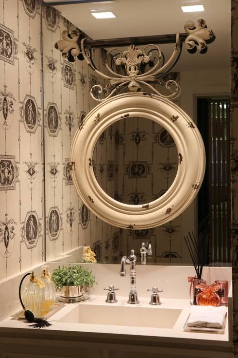 APARTAMENTO   VB: Banheiros modernos por AC Arquitetura + Design