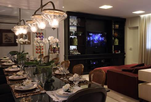 APARTAMENTO   VB: Salas multimídia modernas por AC Arquitetura + Design