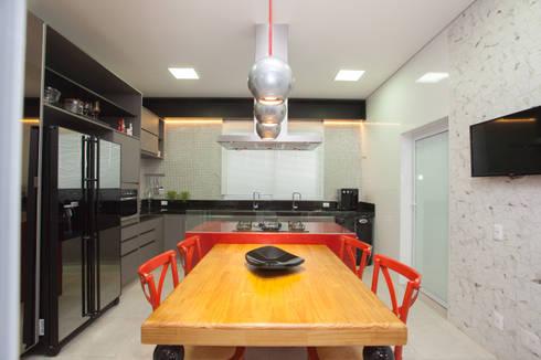 Reservas do Vale: Cozinhas clássicas por Projecta Arquitetura