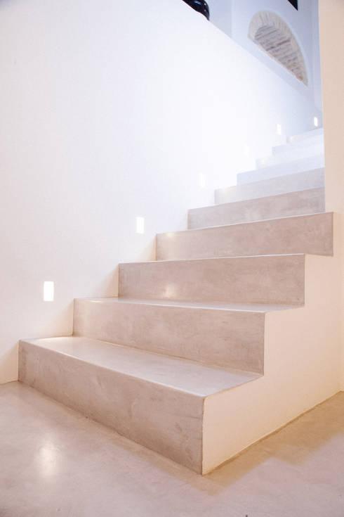 Casa Amalasunta: Ingresso & Corridoio in stile  di Ossigeno Architettura