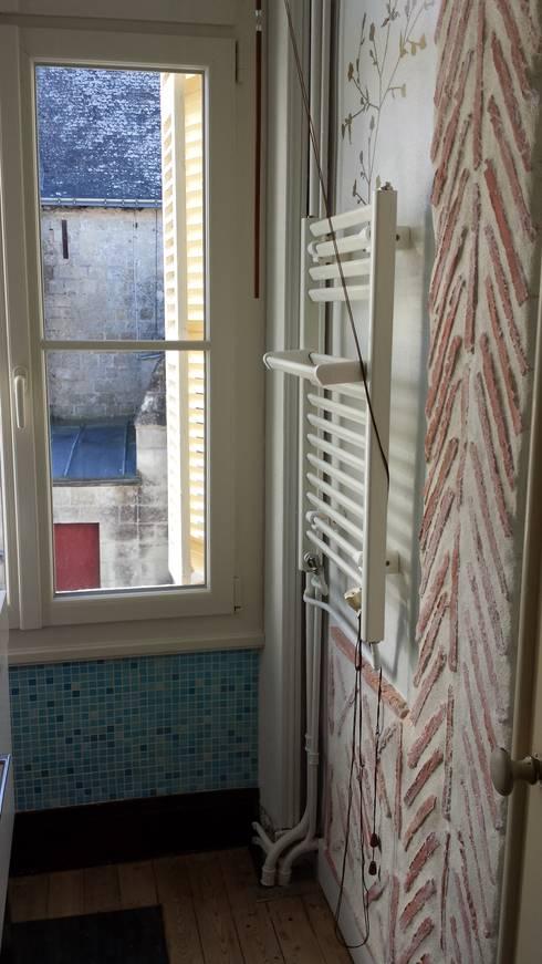 Le cabinet de toilette avant:  de style  par Christèle BRIER Architechniques