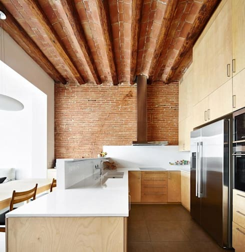 minimalistic Kitchen by Vallribera Arquitectes
