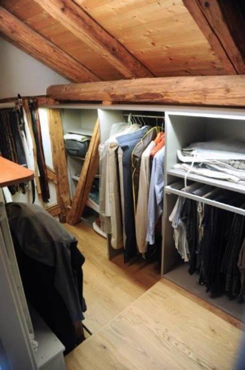 AMENAGEMENT DES COMBLES: Dressing de style  par ALG CONSEILS