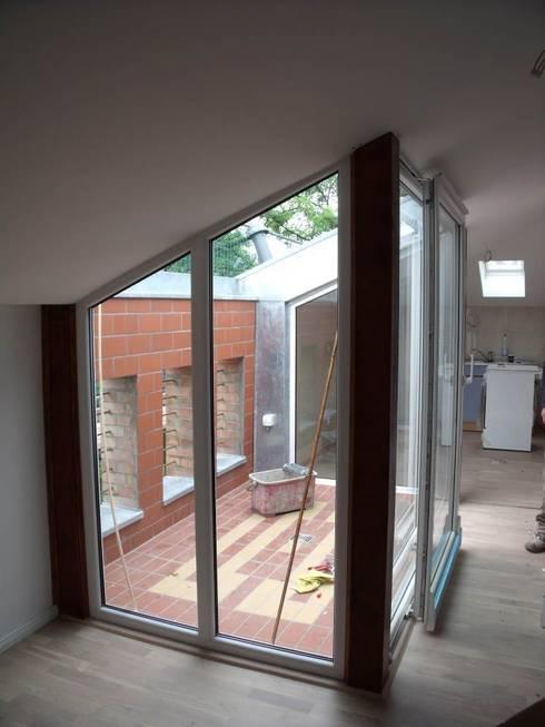 Terrace by Görer Fliesen und Bau GmbH