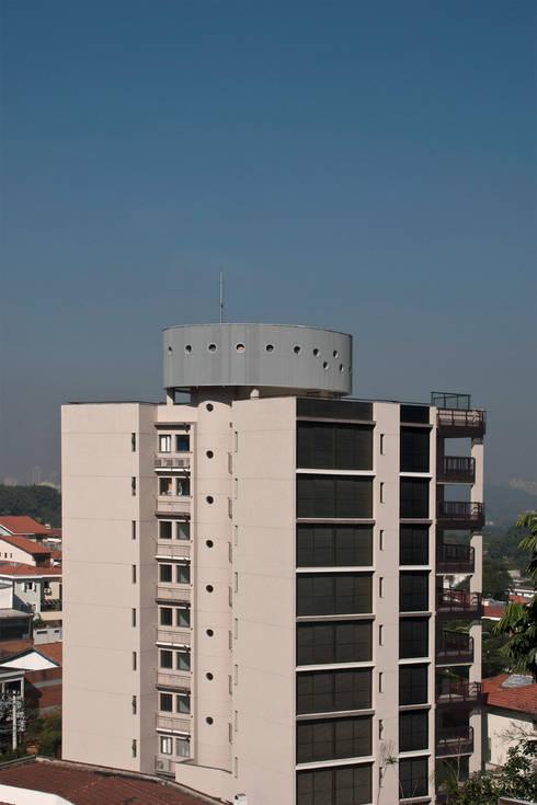 Projekty, nowoczesne Domy zaprojektowane przez ARQdonini Arquitetos Associados