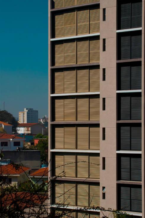 Edifício   Vila Madalena – 1: Casas modernas por ARQdonini Arquitetos Associados