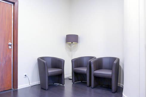 Sala de espera: Salas de estar minimalistas por FIlipa Figueira Arquitectura